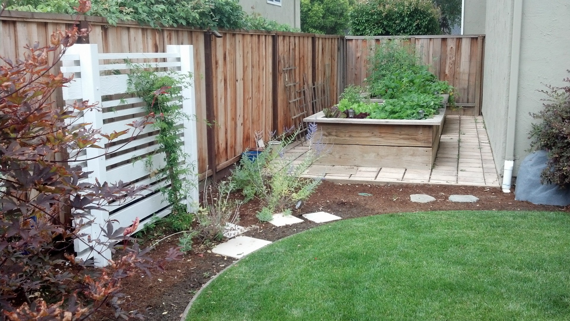 custom raised garden beds and planters